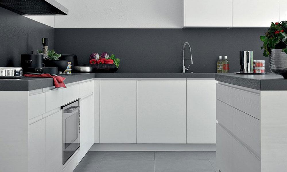 cucina multifunzionale dalle forme pulite